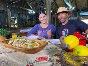 Aprenda a preparar uma salada de churrasco no Cozinha de Galpão - Assista ao vídeo.