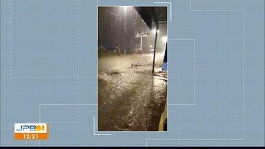 Chuva alaga ruas em Catolé do Rocha - Deve chover na cidade novamente, segundo a AESA.