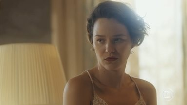 Adelaide se revolta ao encontrar Justina ainda mais dopada - Emília tenta justificar o aumento da medicação. Adelaide diz a Higino que retomará o tratamento com Selma