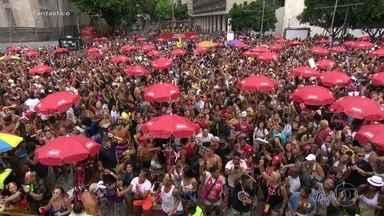Blocos arrastam multidões no Rio e em São Paulo na despedida do carnaval - Os cariocas se despediram do carnaval com pelo menos 15 blocos. Em São Paulo, o domingo teve 70 blocos.