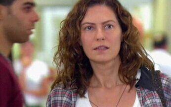 Capítulo de 05/06/2008 - Flora conta a Irene sobre passado com Donatela. Flora entra escondida na festa. Donatela faz homenagem a Lara. Flora vai a manifestação na faculdade e Lara se aproxima dela.