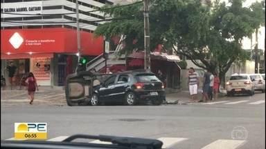 Acidente entre dois carros deixa uma pessoa ferida, em Boa Viagem - Caso aconteceu na Avenida Conselheiro Aguiar com a Rua Padre Bernadino Pessoa.