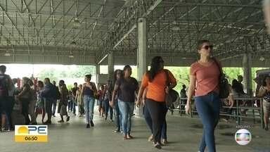 Integração temporal acumula queixas na Região Metropolitana do Recife - Passageiros dizem que tempo de duas horas para embarcar entre ônibus sem pagar uma nova passagem não é suficiente.