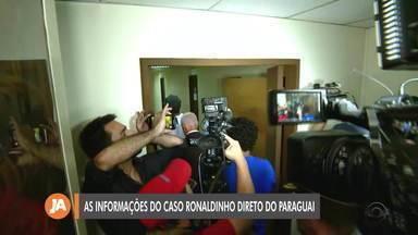 Advogados da empresária de Ronaldinho Gaúcho participam de entrevista coletiva - Evento aconteceu nesta segunda-feira (9) em Assunção no Paraguai. Ex-jogador e irmão continuam detidos no país.