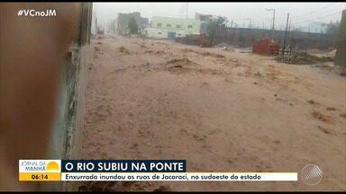 Frente fria causa chuva em várias partes do interior da Bahia - Rios subiram nas cidades de Jacaraci e Bom Jesus da Lapa.
