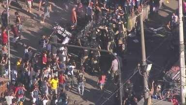 Começa a demolição de construções irregulares em Rio das Pedras; houve confronto - Hoje foram demolidas 83 construções.