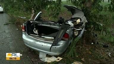 Acidente grave na AL-215 no Município de Boca da Mata - Três pessoas morreram e uma ficou ferida na manhã de domingo (15).