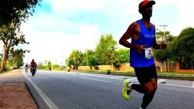 Supermaratona movimenta as ruas de Rio Grande - A prova mais tradicional disputada na cidade contou com a presença de dezenas de atletas.