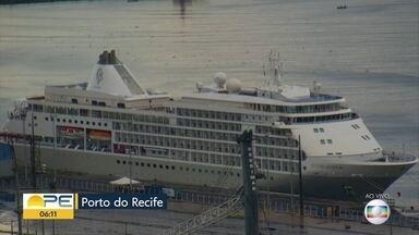Governo estuda retirada de 600 pessoas de navio atracado no Porto do Recife - Quadro de saúde do passageiro que testou positivo para o novo coronavírus vem sendo monitorado pela Secretaria Estadual de Saúde.