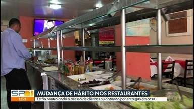 Mudança de hábitos nos restaurantes de SP - Estão controlando o número de clientes e optando por entregar comida em casa