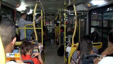 Passageiros devem ficar atento às regras de higiene nos ônibus - Quem precisa utilizar o transporte público também tem que ficar atento e evitar a contaminação pela Covid-19 e pelo H1N1.