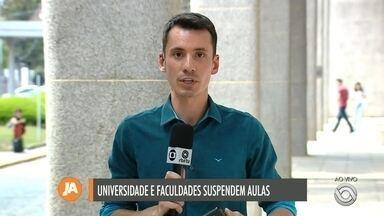 Empresa de transporte público de Caxias do Sul intensifica higienização dos ônibus - Saiba também quais são as mudanças nas universidades e nas igrejas católicas.