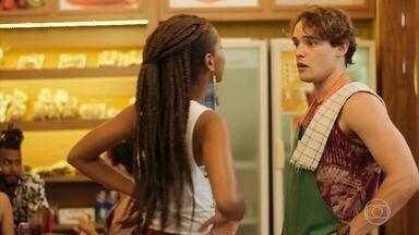 Thiago discute com Jaqueline por causa das afirmações de Nanda - Jaqueline diz que é livre para pensar em outros mesmo que esteja namorando e deixa Thiago bolado ao dizer que ele também pensava em Sophia Abrahão