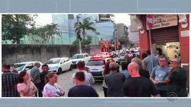 Adolescente de 17 anos faz reféns durante assalto a loja no centro de Rio Grande - Assista ao vídeo.