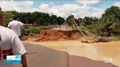 Trecho da BR-222 está interditado no Maranhão - Interdição ocorreu por conta de rompimento na rodovia.
