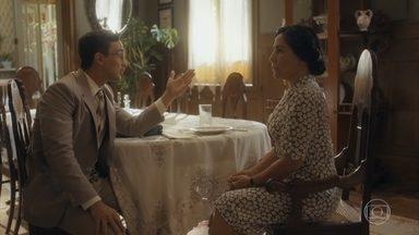 Julinho tenta convencer Lola a vender sua casa - Lola está apreensiva com a proposta do filho e diz que precisa pensar