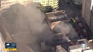 Globocop sobrevoa incêndio no Centro de BH; veja imagens - Chamas consomem Loja do Barbeiro.