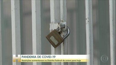 Restrições por novo coronavírus aumentam no Distrito Federal - Com o aumento de casos confirmados de novo coronavírus no Distrito Federal, o governo local determinou novas restrições na capital federal. Veja quais são.