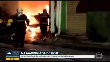 Incêndio atinge depósito na Região Nordeste de Belo Horizonte - Três equipes dos bombeiros combateram o fogo.