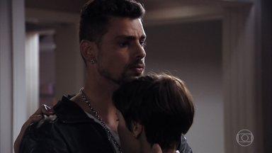 Jorginho e Nina decidem desmscarar Carminha e Max para Tufão - Nina conta para o namorado que Max e Carminha roubaram sua herança