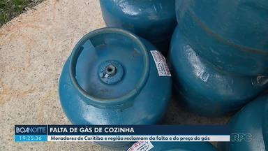 Moradores de Curitiba e região reclamam da falta e do preço alto do gás de cozinha - Para o Sindicato de Revendedores das Distribudoras de gás no Paraná, o motivo da falta é a compra desnecessária de botijões pela população.