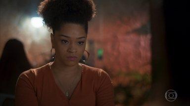 Renatinha pressiona Kyra a contar por que fingiu sua morte - A secretária não permite que Kyra atenda a ligação de Alexia/Josimara e Kyra diz que vai revelar tudo o que aconteceu