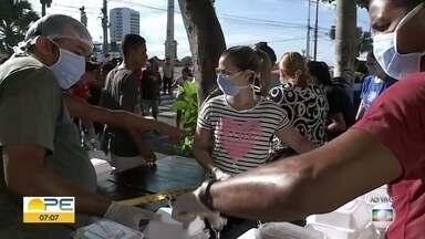 Loja de alimentos orgânicos distribui quentinhas para pessoas sem teto - Grupo também orienta sobre higiene pessoal e cuidados contra o novo coronavírus.