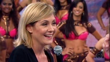 Histórias do Domingão: Adriana Esteves comenta sucesso da 'Carminha' - No palco, a atriz repercute o sucesso da vilã de Avenida Brasil