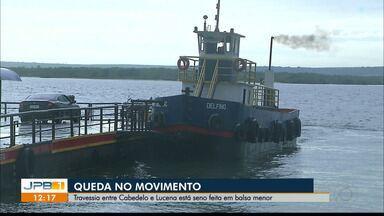 Queda no movimento na trevessia entre Cabedelo e Lucena, na Paraíba - O transporte está sendo feito com uma balsa menor.