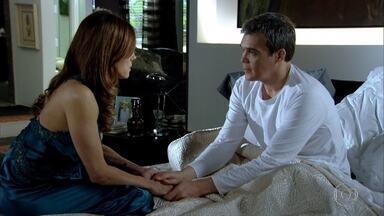 René promete a Tereza Cristina que nunca vai abandoná-la - O chef atende o desesperado pedido de Tereza Cristina e a conforta
