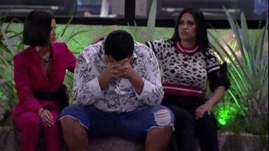 Babu chora e é consolado por Manu e Flayslane após Eliminação de Felipe - Babu chora e é consolado por Manu e Flayslane após Eliminação de Felipe