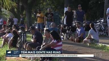 Mesmo com a quarentena, pessoas continuam nas ruas em São Paulo - Medidas como o uso de máscaras e o distanciamento social ajudam a evitar o contato com o novo Coronavírus