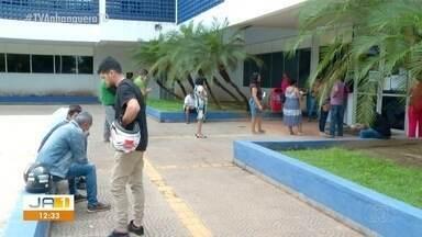 Moradores de Palmas fazem fila para regularizar CPF na Receita Federal - Moradores de Palmas fazem fila para regularizar CPF na Receita Federal