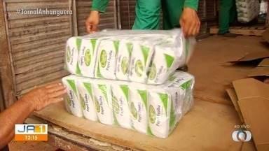 Cooperativas de material reciclável recebem itens de proteção, em Goiânia - Pessoas que trabalham com a reciclagem precisam se proteger de possíveis descartes contaminados com coronavírus.