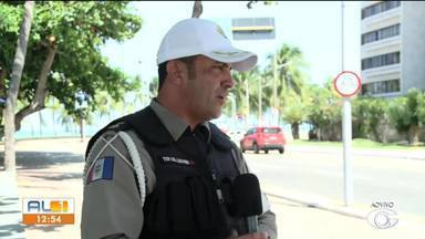 Batalhão de Polícia Rodoviário faz barreiras sanitárias para conter o coronavírus - A medida é para verificar se algum motorista ou passageiro apresenta febre.
