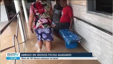 Forte chuva na causa transtornos e alagamentos na cidade de Itabela, sul do estado - Asilo de idosos foi alagada e moradores tiveram que ser transferidos.