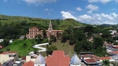 História de fé faz parte da formação da cidade de Pirapora do Bom Jesus - O município cresceu no entorno do Santuário do Bom Jesus, que foi construído em 1887.