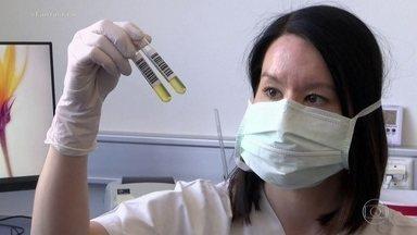 Terapia com plasma é testada no tratamento contra a Covid-19 - Cientistas, mundo afora, procuram formas de barrar o coronavírus. Eles agora estudam a terapia com plasma, um tratamento que já foi usado, há mais de cem anos, contra a gripe espanhola e nas epidemias mais recentes dos vírus da Sars, Mers e Ebola.