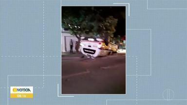 Viatura da PM capota em acidente no Centro de Governador Valadares; ninguém foi preso - Os militares tiveram ferimentos leves, foram atendidos e liberados. Os ocupantes do outro carro não sofreram ferimentos, segundo a PM. A Polícia Civil vai investigar o caso.