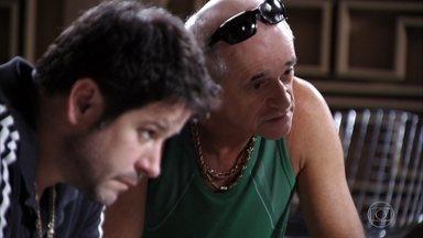 Tufão e Leleco conversam com Jorginho e Nina, que contam tudo sobre Carminha e Max - Carminha diz para Ivana que tentou salvar a vida de Max, mas Muricy fica desconfiada