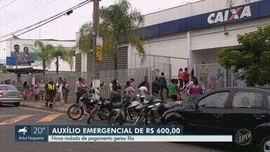 Campinas tem fila em banco para saque do auxílio emergencial - Pagamento do lote do governo federal causou aglomeração de pessoas nesta terça-feira (14).