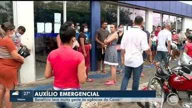 Auxílio emergencial leva aglomeração de pessoas para agências da Caixa - Auxílio emergencial leva aglomeração de pessoas para agências da Caixa
