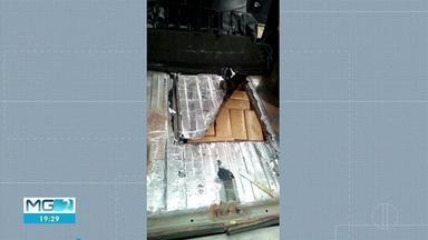 Jovens são presos com 113 quilos de maconha em fundos falsos de carros - Abordagem foi feita na BR-381, em João Monlevade.