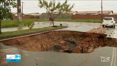 Chuva forte provoca estragos em Imperatriz - Riachos transbordaram e ruas ficaram inundadas.
