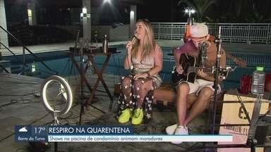 Shows na piscina de condomínio em Santos animam moradores - Durante quarentena, cantora decidiu fazer apresentação para moradores do prédio.
