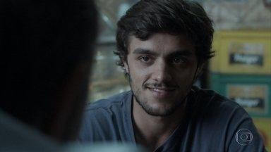 Germano convida Jonatas para trabalhar na Bastille - O empresário conta como conheceu Lili e como foi a morte de Sofia. Fabinho comemora o sucesso de seu projeto