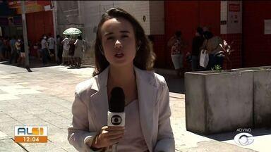 Lojas do centro de Maceió tiveram permissão de voltar a funcionar com algumas restrições - Veja na reportagem como foi o movimento por lá.