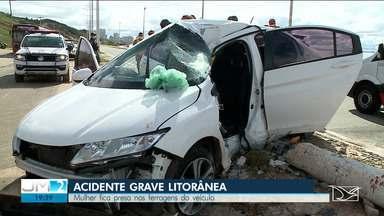 Mulher fica presa nas ferragens em acidente na Avenida Litorânea em São Luís - Acidente foi na tarde desta terça-feira (21).