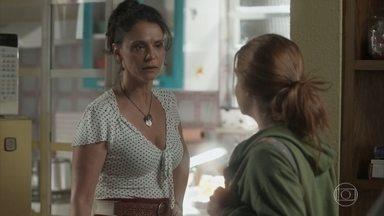 Jonatas e Eliza visitam Rosângela - Arthur vai à casa de Eliza e se preocupa que a jovem suma no dia do início do concurso. Florisval se muda para Curicica