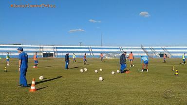 Federação Gaúcha de Futebol pede que Esportivo suspenda treinos - Confira o comentário de Pedro Ernesto.
